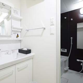 トレーニング後はシャワーのご利用・また洗面所でゆっくりメイク直しも可能です。